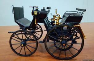दुनिया की पहली चार पहिया गाड़ी.