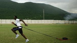 2006 ஆம் ஆண்டு அக்டோபர் 18 ஆம் தேதி வெஸ்ட் இன்டிஸ் பல்கலைக்கழகத்தில் ஓட்டப்பயிற்சியில்