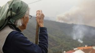 Local resident watches a forest fire in Serra do Açor, Arganil, central Portugal 16/10/2017