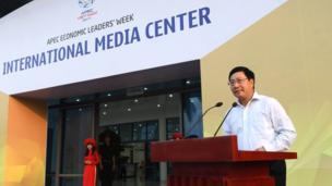 """Phó Thủ tướng, Bộ trưởng Ngoại giao Phạm Bình Minh được truyền thông trong nước dẫn lời nói """"Tôi tin chắc rằng các phương tiện hiện đại của Việt Nam đáp ứng tiêu chuẩn của quốc tế sẽ đưa đầy đủ những hình ảnh đẹp, rõ, không bị gián đoạn và nhanh chóng nhất tới thế giới và các nước trong khu vực"""""""