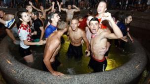 A Zagreb, capitale de la Croatie, des fans de l'équipe nationale jubilent ! Le pays disputera la finale face à la France.