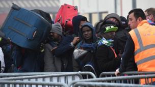 Près de 7 000 migrants vivaient dans ce camp, selon Paris tandis que les ONG parlent de 9 000 personnes.