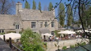 A busy afternoon at The Trout Inn, Godstow.