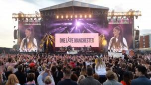 """نُظم الحفل الغنائي الخيري تحت شعار """"حب واحد مانشستر"""" لتكريس روح الوحدة بين جميع مكونات سكان مانشستر الكبرى."""