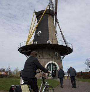 Voters make their way to the Kerkhovense Molen, a windmill turned polling station in Oisterwijk, south central Netherlands, 15 March