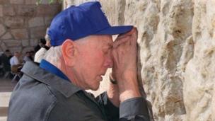 كيرك دوغلاس في القدس