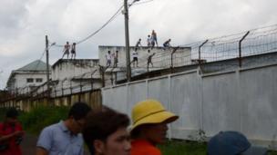 Trong hai ngày 6 và 7/11, hàng trăm học viên cai nghiện đã phản đối, tràn ra ngoài trung tâm.