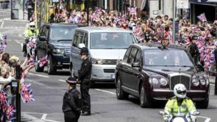 The Queen and Duke of Edinburgh travelling to St Paul's