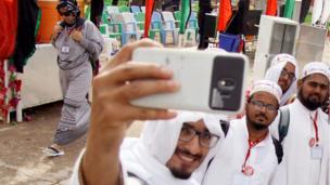 يتوافد المسلمون الشيعة من مختلف أنحاء العالم للمشاركة في شعائر هذه المناسبة الدينية