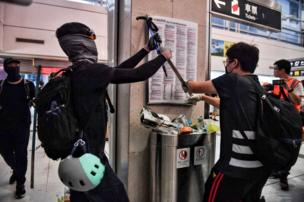 Manifestantes violentos
