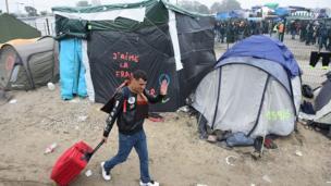 """Calais est surnommé """"la jungle"""" à cause des conditions de vie difficiles dans lesquelles vivent les migrants."""