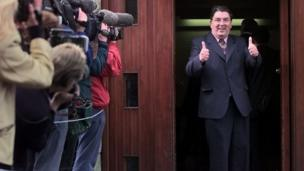 in_pictures John Hume gives a thumbs up during the Northern Ireland Belfast Agreement referendum, 21st May 1998