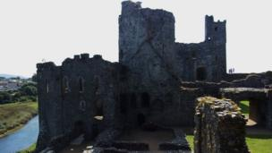 A few hours well spent at Kidwelly Castle, by Wendy Stephens