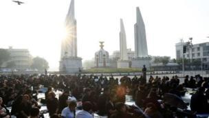 ထိုင်းနိုင်ငံ အနှံ့အပြားက တိုင်းသူပြည်သားတွေ ဘုရင်ကြီးကို နောက်ဆုံး ဂါရဝပြုကြ။