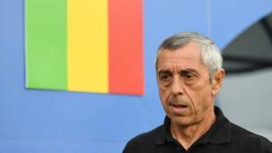 Le sélectionneur du Mali, le français Alain Giresse quitte son poste sous la pression des supporters maliens après une défaite cuisante lors des qualificatifs pour le mondial Russie 2018.
