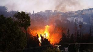 Hayfa'da yangınlar rüzgarın da etkisiyle büyüdü