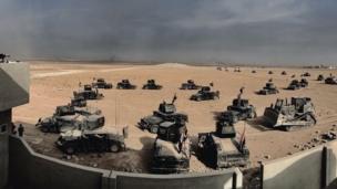 ทหารหน่วยรบพิเศษของอิรักอยู่ในรถฮัมวี