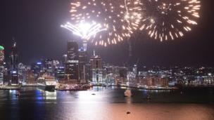 Yeni Zelanda yeni yıla Auckland kentindeki görkemli hava fişek gösterisiyle girdi