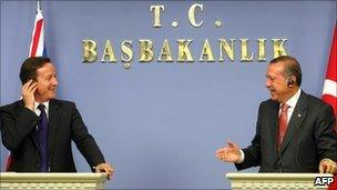 UK Prime Minister David Cameron (l) and Turkish Prime Minister Tayyip Erdogan (r)