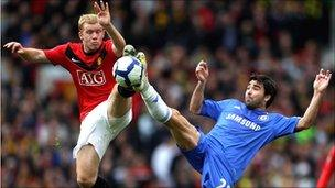 Scholes of Manchester United and Deco of Chelsea, 2010