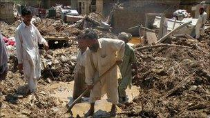 Man digs for lost possessions in Ziauddinabad village