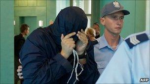 Alleged Israeli spy Uri Brodsky arrives at Warsaw appeal court, 5 Aug 10