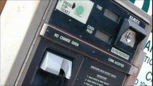 Pay and display machine