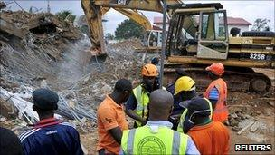 Rescue workers at the site of the building collapse in Abuja (12 August 2010)