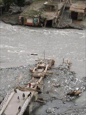 Wrecked bridge in Kalam, 17/08
