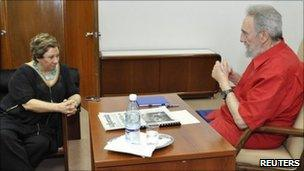 Fidel Castro talking to the Mexican journalist Carmen Lira, 30 August 2010