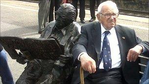 Statue and Sir Nicholas Winton