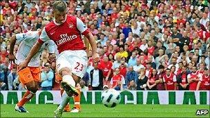 Arsenal's Andrey Arshavin scores against Blackpool