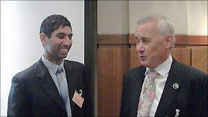 Khalid Ali (l) of Essa with Rick Parry