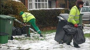 Bin men in St Albans January 2010