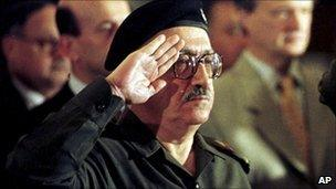 Tariq Aziz stands to attention as the Iraqi national anthem is played at a conference in Baghdad, Iraq (file image from 1998)