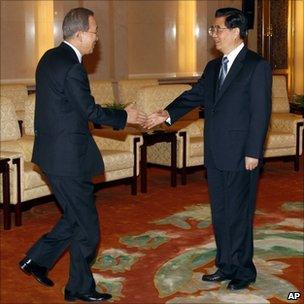 UN Secretary General Ban Ki-moon (left) and Chinese President Hu Jintao in Beijing. Photo: 1 November 2010