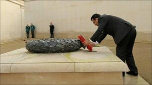 Governor Mangal lays at wreath at the Armed Forces Memorial