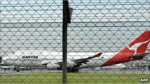 A Qantas 747-400 on take-off from Changi airport (05/11/10)