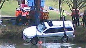 Car being pulled from River Avon