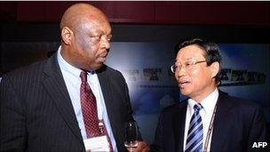 Vice President of South Africa Chamber of Commerce and Industry Vusi B Khumal talks with Young-Ho Oh, Vice president of the Korea Trade Association