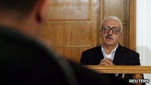Former Iraqi deputy PM Tariq Aziz appears before a tribunal in Baghdad (26 October 2010)