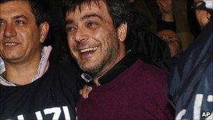 इटली पुलिस ने कैमोरा माफिया के शीर्ष मालिक को गिरफ्तार किया - बीबीसी समाचार