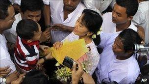 Aung San Suu Kyi visits the care centre in Rangoon on 17 November 2010