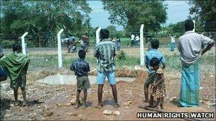 Internally displaced people in one of the internment camps in Vavuniya in January 2009 (Human Rights Watch photo)