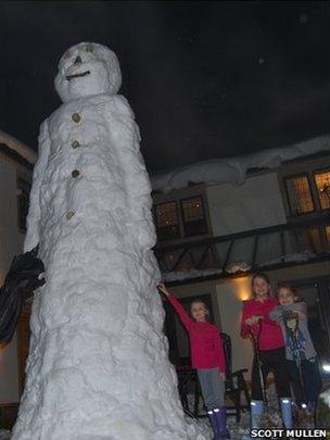 L-R Mr Snowman, Mollie Broadbent, Ella Broadbent and Ava Mullen