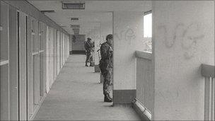 Army in Rossville flats, Derry