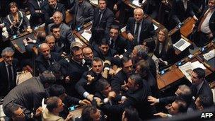 Members of the Northern League and Futura e Liberta (FLI) clash in the Italian lower house (14 Dec 2010)