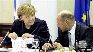 German Chancellor Angela Merkel talks to Romanian President Traian Basescu, 16 Dec 10