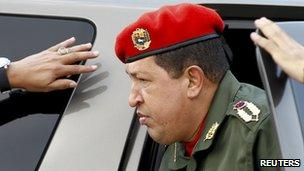 Venezuelan President Hugo Chavez visiting flood victims (14 December 2010)