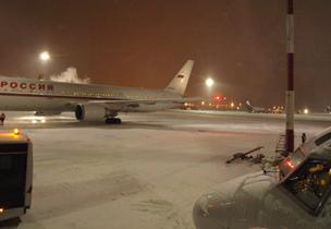 Ice-up airliners at Sheremetyevo airport, Moscow, 29 Dec 10